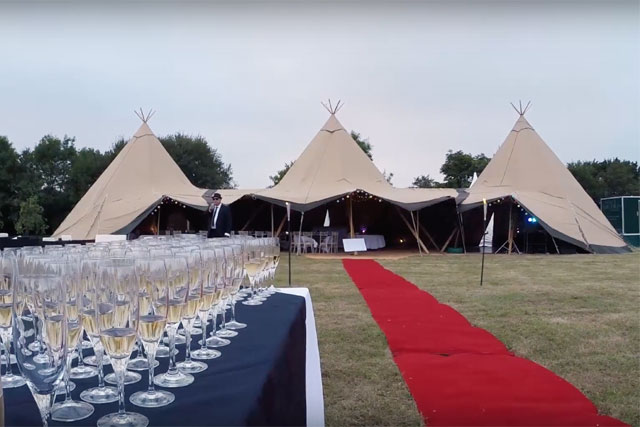 3 tipi layout with red carpet