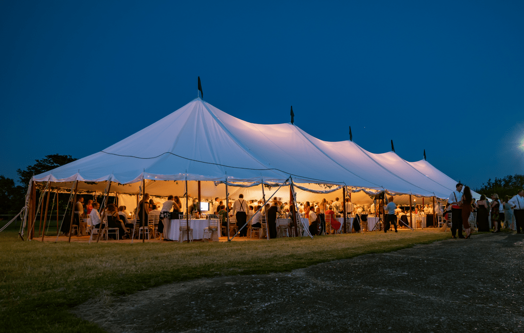 Tips and ideas for decorating your wedding marquee